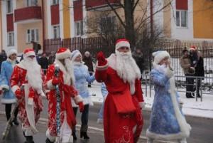 Парад Дедов Морозов и Снегурочек в Сенно